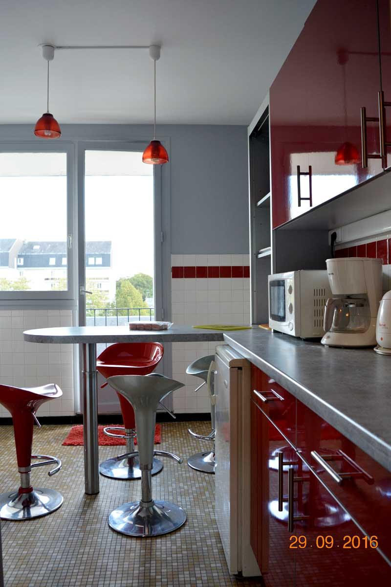 Cuisine équipée moderne - Appartement proche Basilique Saint Rémi à Reims